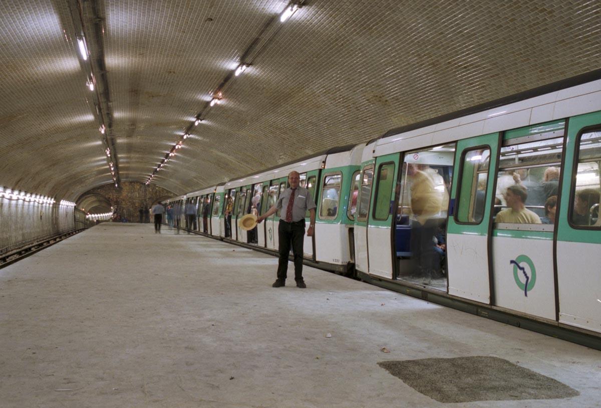 Circuit de nuit en métro en MF 77, à Porte Molitor