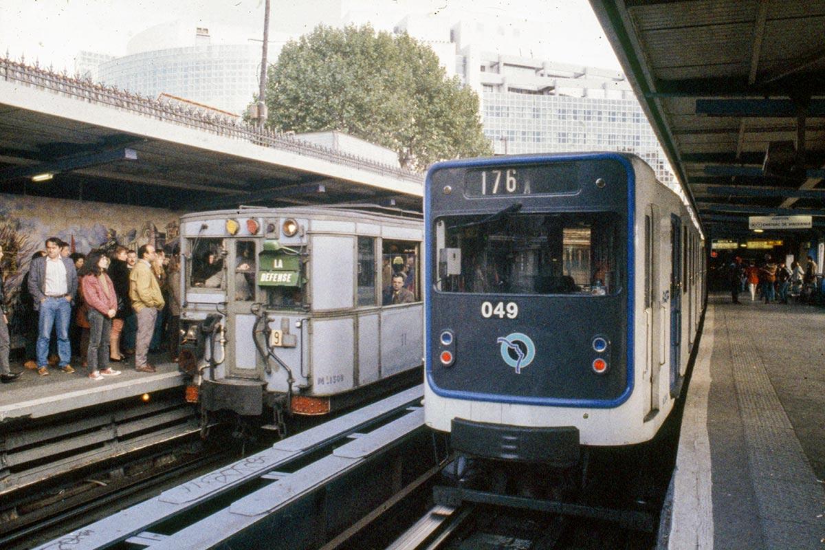 Circulation en Sprague-Thomson grise sur la ligne 1 à Bastille