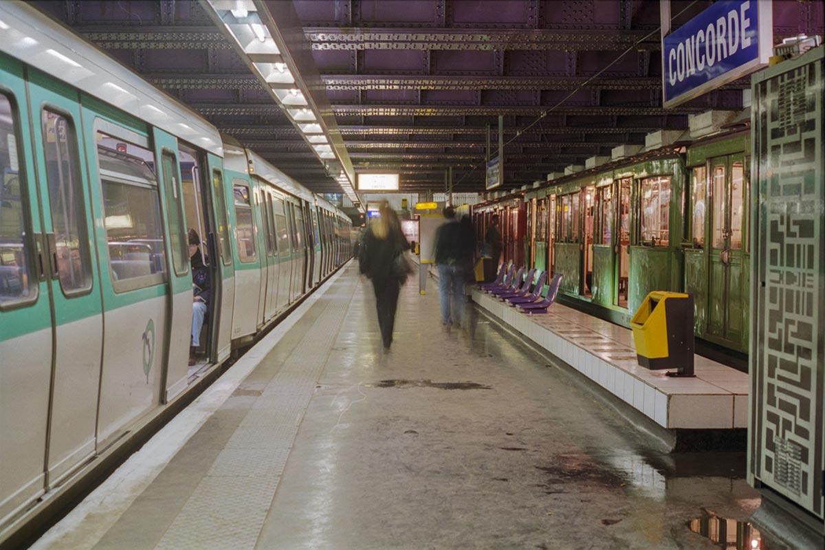 Rame Sprague-Thomson et élément MF 77 à la station Concorde