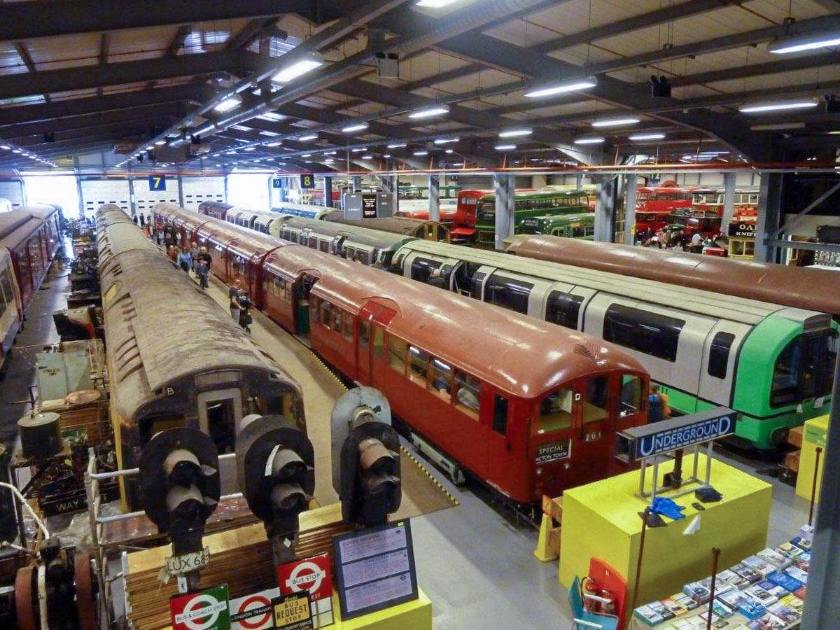 Visite de la réserve du London Transport Museum